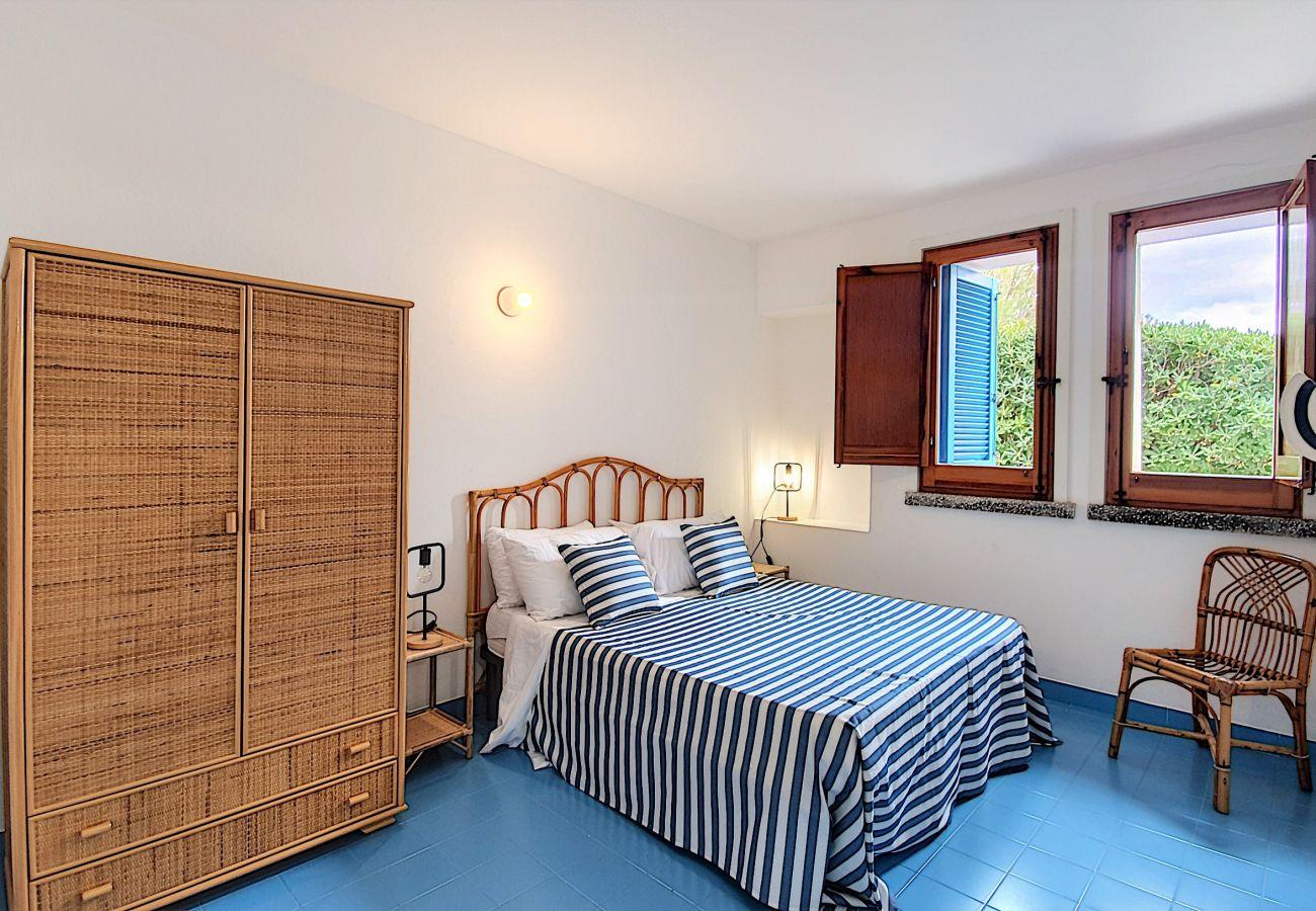 Ferienhaus in Leuca - Traumlage-Ferienhaus, 51 Treppenstufen vom kristallklaren Blau entfernt