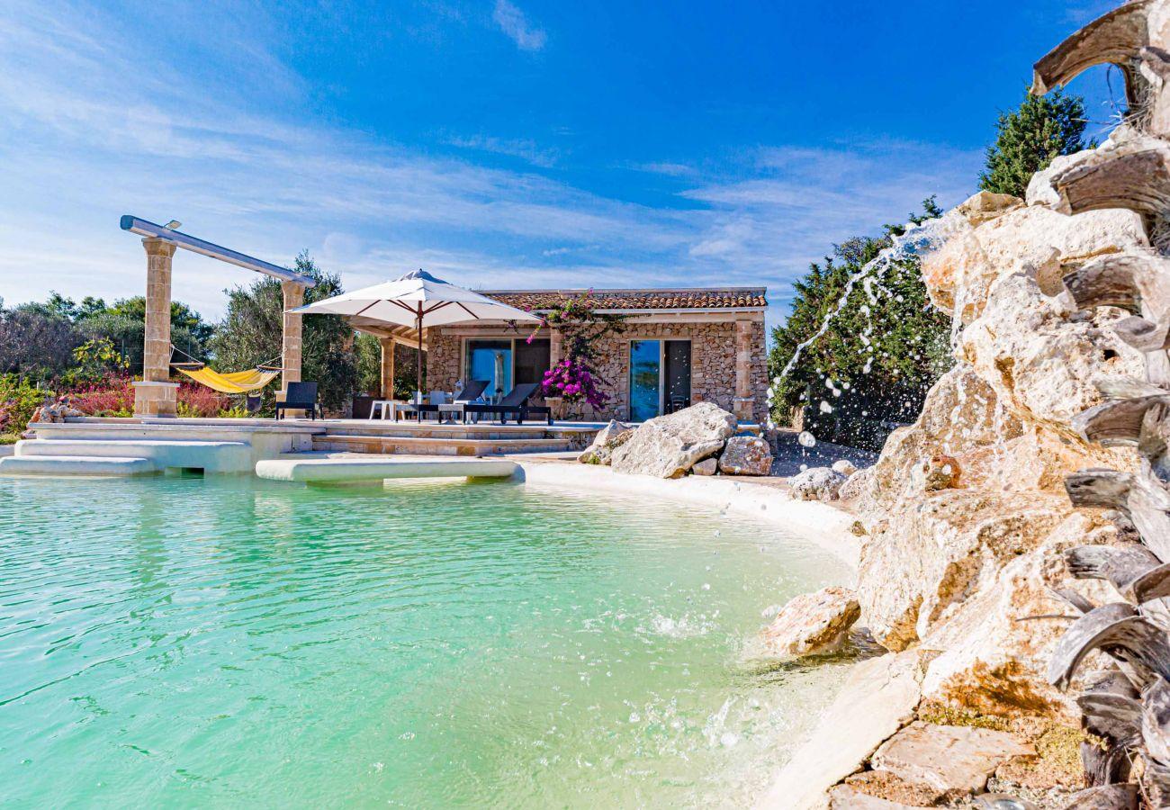 Villa in Gagliano del Capo - 5-Sterne-Traumvilla mit Naturpool und fantastischem Meerblick