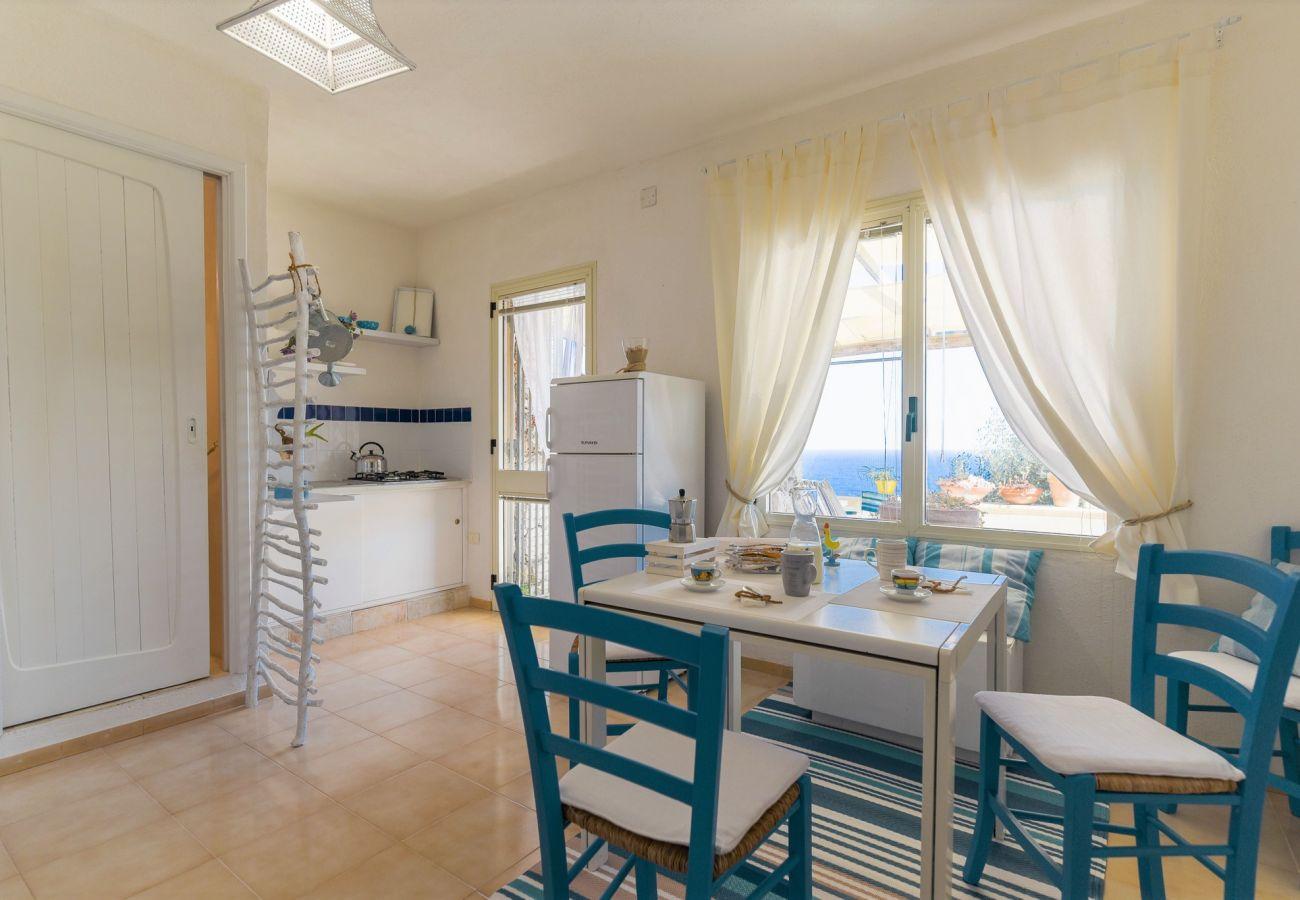 Villa in Gagliano del Capo - Große Villa mit Außenwhirlpool über dem Meer