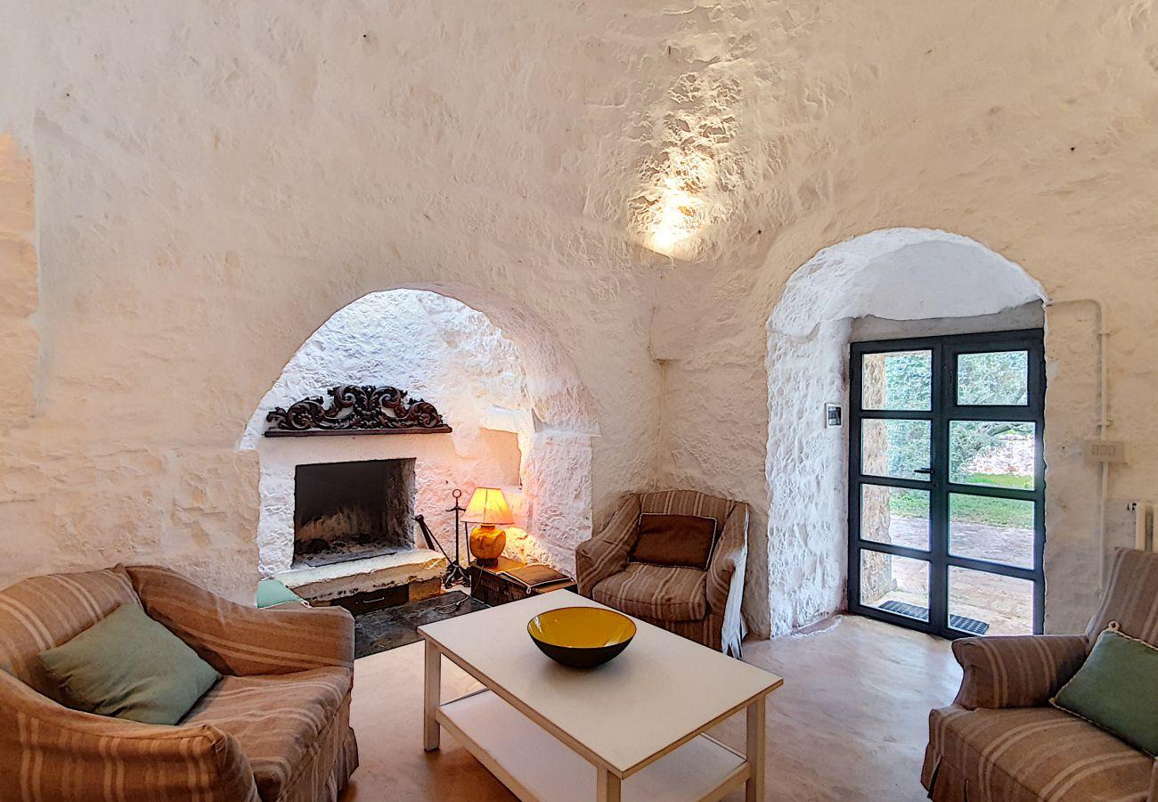 Villa a Cisternino - Vacanza nei trulli! Tenuta privata con piscina naturale e grande giardino